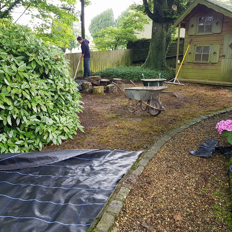 Slate chippings in garden st teath cornwall for Backyard patio landscaping